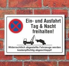 Schild Parkverbot, Halteverbot, Ein- und Ausfahrt...