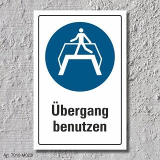"""Schild """"Übergang benutzen"""", DIN ISO 7010, 3 mm Alu-Verbund"""