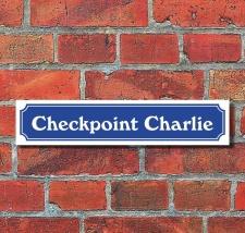 Schild im Straßenschild Design Checkpoint Charlie...