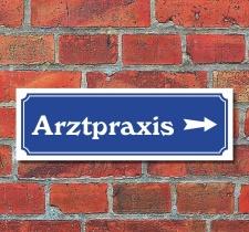 """Schild im Straßenschild-Design """"Arztpraxis..."""