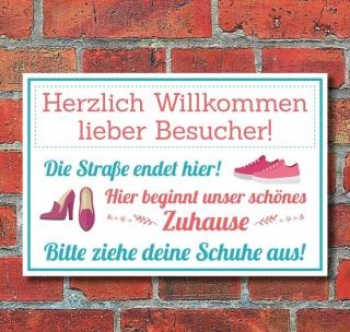 Schild Herzlich willkommen Kinder spielen hier Schuhe
