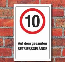 Schild Auf dem gesamten Betriebsgelände 10 km/h...